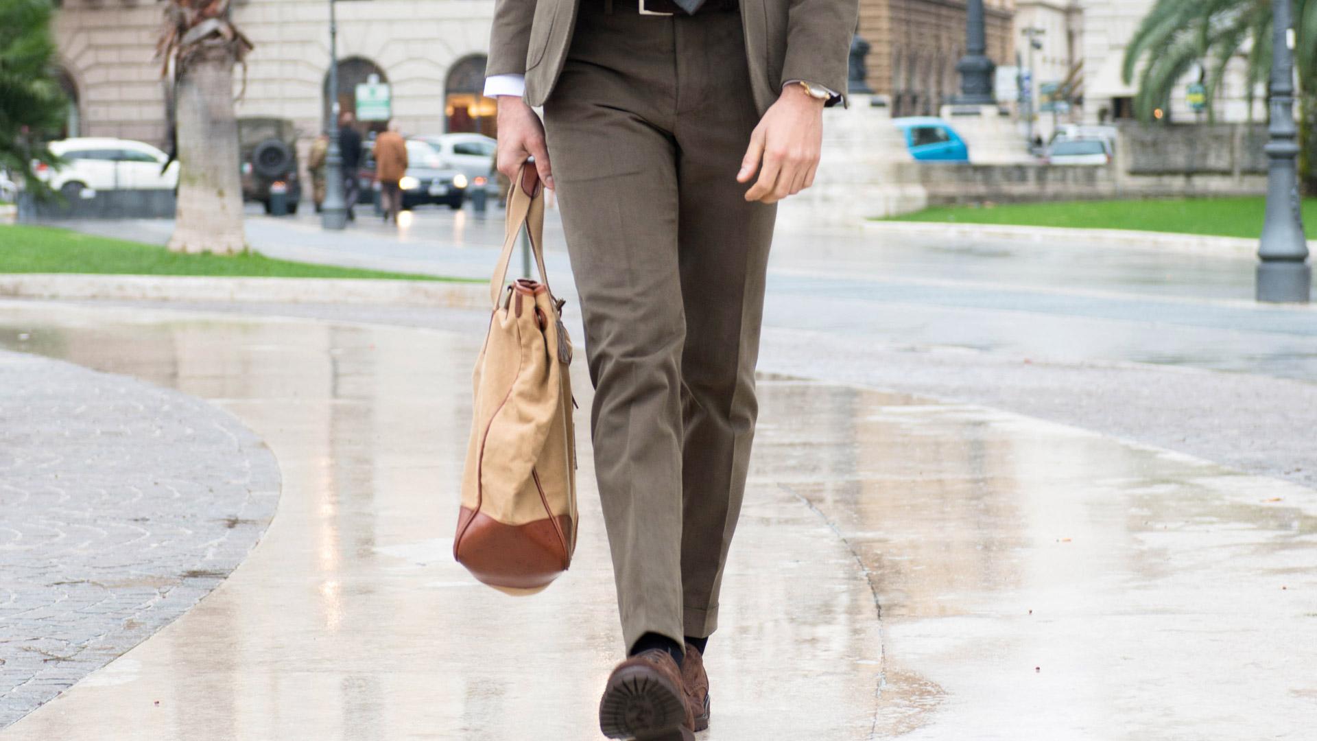 A volte si pensa che la moda uomo disponga di poche possibilità e poca  versatilità ma questo non è vero b49bcae9f55